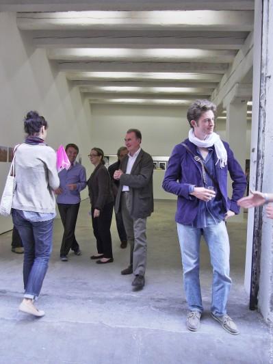 (28) Ces collectionneurs marseillais, visitant ce lieu qu'ils affectionnent, sont dans leur élément: — «le dialogue, le partage, l'échange sur l'art qu[ 'ils ont ] toujours trouvé vivifiant» (Marc Gensollen - la-croix.com - 6/09/13).