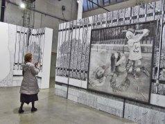 Jeu d'enfants n°3, 2011 - mine de plomb et fusain sur papier - Coll. privée, France - (G) Au Village Jérôme Zonder - Le Lieu Unique à Nantes - 11 avril 2014